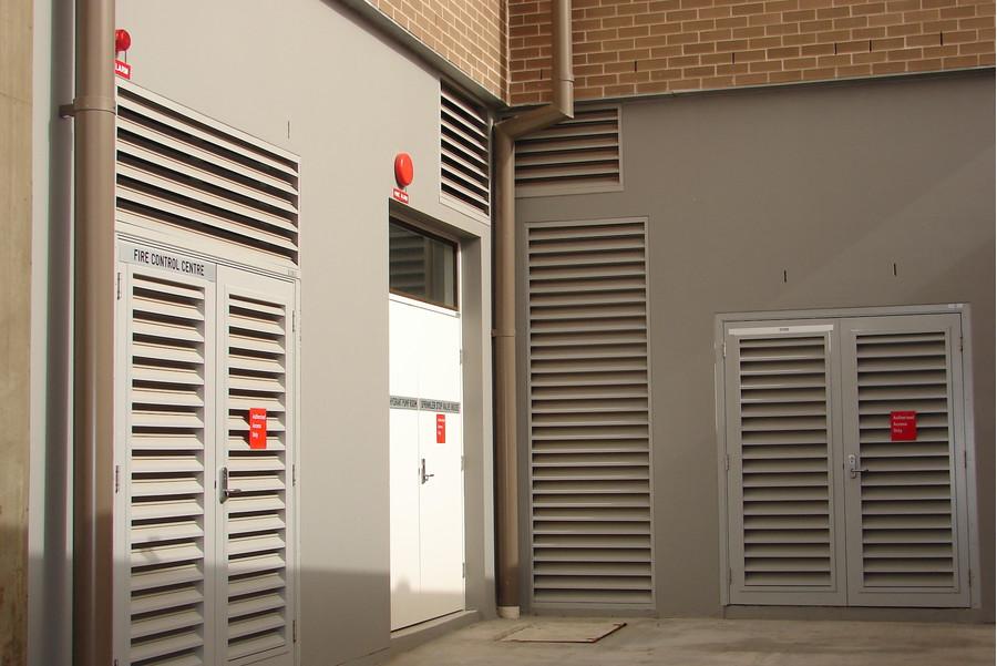 Двери с вентиляционной решеткой