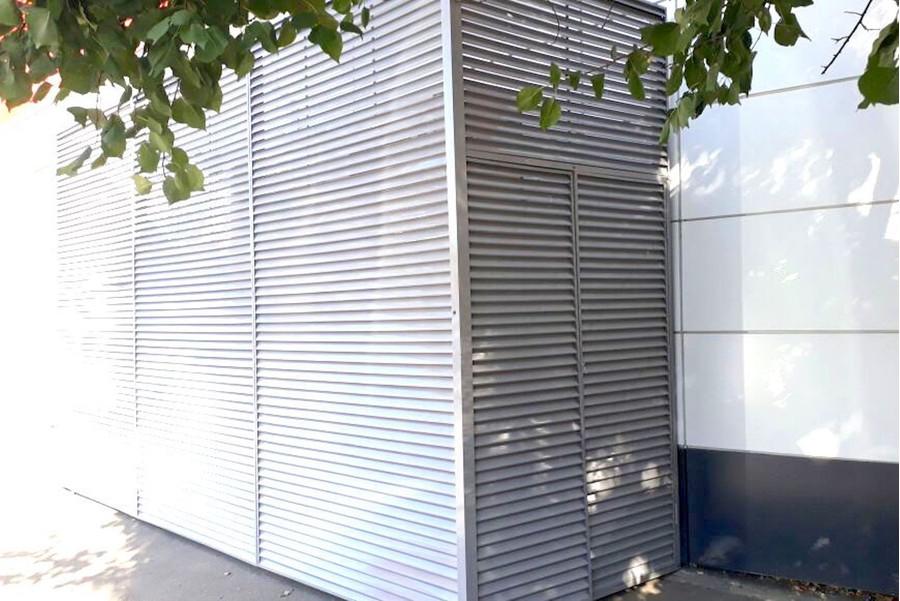 Жалюзийные ограждения холодильного оборудования магазина в Краснодаре