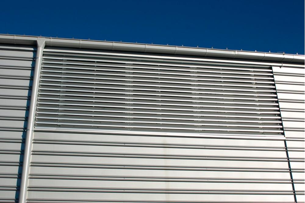 Наружные металлические вентиляционные решетки фасадные