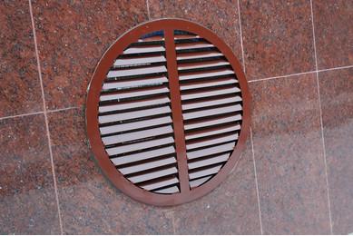 Круглая вентиляционная решетка для фундамента
