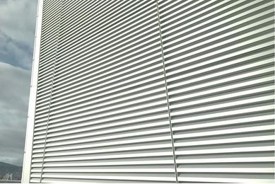 Навесной фасад жалюзи
