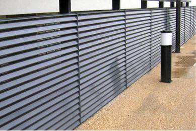Серый забор жалюзи